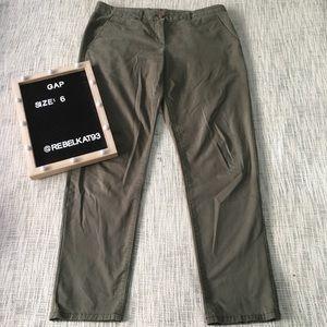 Gap broken in straight green jeans size 6